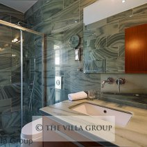 Marble en-suite shower room