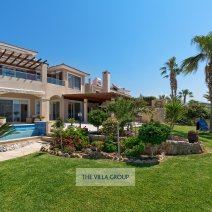 Villa is located in Coral Bay within walking distance of the beach and amenities