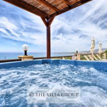 Jucuzzi whirl pool tub with views to the sea