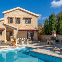 Villa  For Rent in Giolou Ref.563538