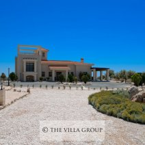 Villa set in a large plot of land with great privacy amazing views