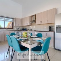 Fully equipped kitchen with a dining table