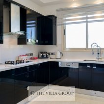 Luxury fully equipped kitchen with Miele appliances