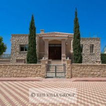 Main entrance at the villa (491470)