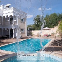 Beautiful 7 bedroom villa in Coral Bay with private swimming pool